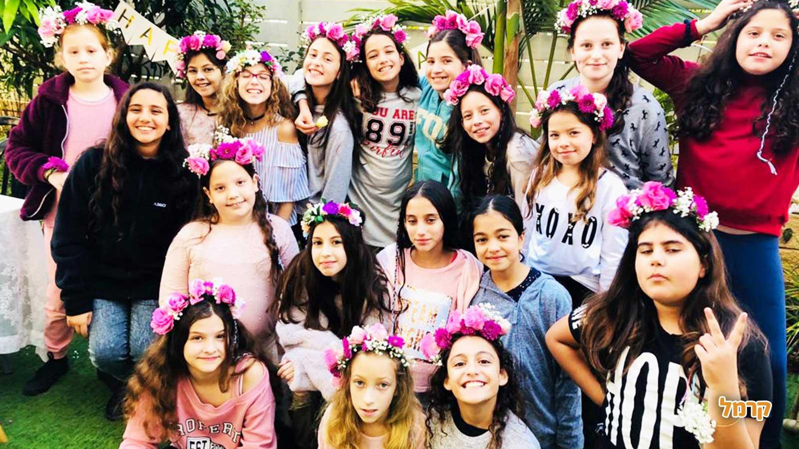 פשוט אוהבת - שזירת פרחים - 073-7585021